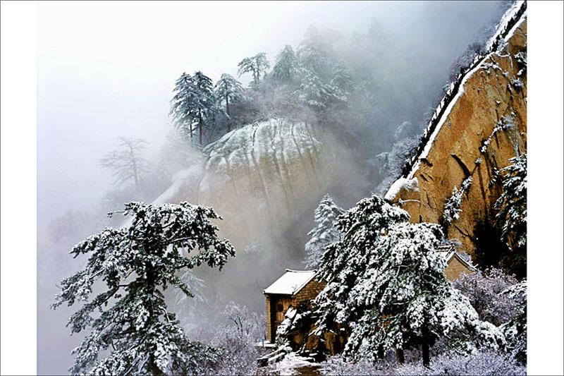 陕西频道 专题制作(合作) 旅游指南    冬季的华山,宁静圣洁,飘雪浪漫