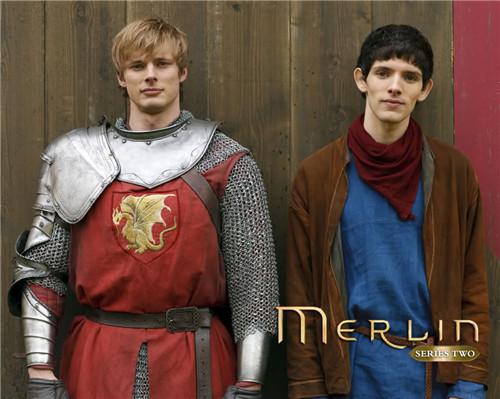 《梅林传奇》中的梅林和亚瑟图片