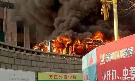 北京公交车发动机自燃起火无人员伤亡(图)
