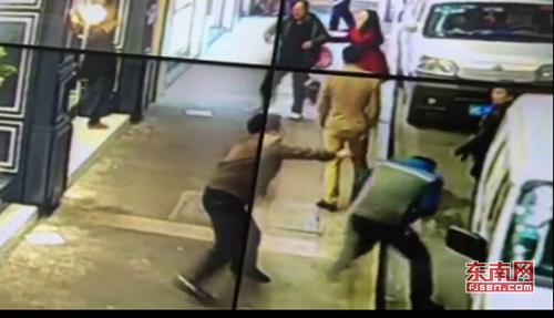 福建晋江一名男子持刀砍人 已致9人受伤(图)