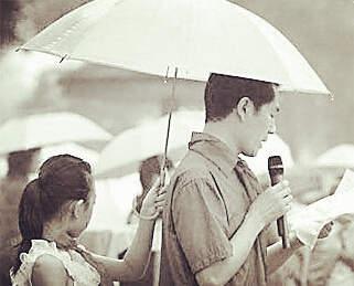 老师生为木耳打伞惹众议打个伞到底有多大的小学小学生图片