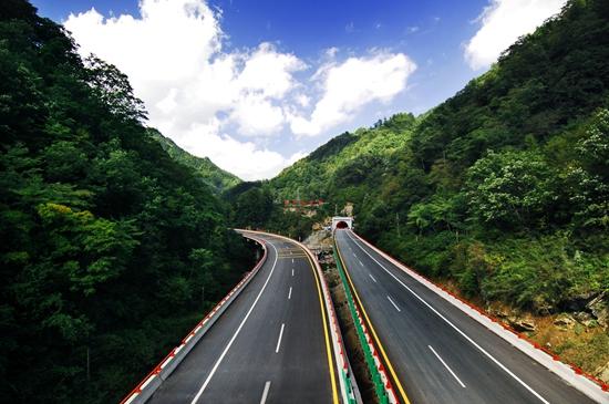 西汉高速:文化装点新蜀道 打造温馨服务品牌