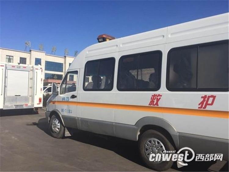 神木县孙家岔镇刘家?煤矿发生事故,120急救车正在现场救援.