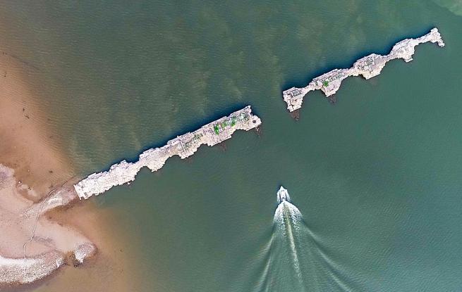 江西仙女湖水位降至近年最低 水下分宜古城显遗址