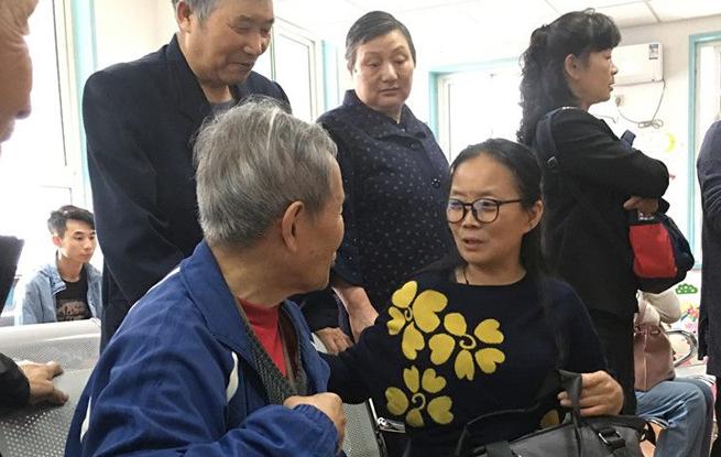 西安78岁老太摔伤众人帮 有人还付了医药费