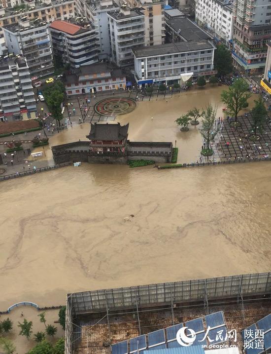 7月11日上午10时许,网友拍摄的汉中市略阳县县城。当地供图