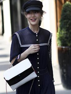 陈燃现身巴黎 简约针织裙穿出时髦感