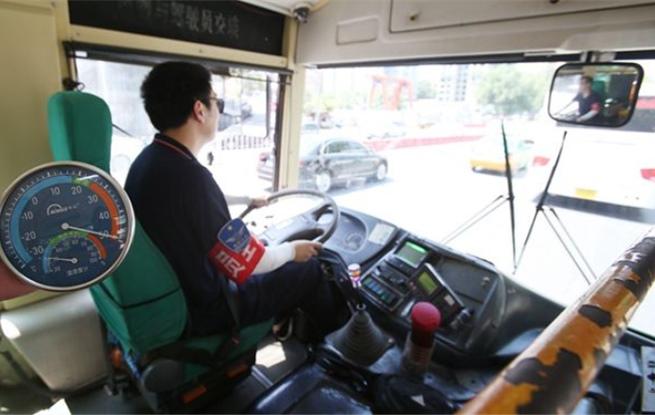 西安公交外38℃内50℃!司机出汗盐分结晶