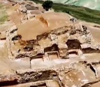 石峁遗址现金字塔式建筑
