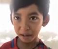 柬男孩为生计会九国语言        一名售卖纪念品的小男孩能用中、英、法、泰、日、德、西等九国语言流利应答。