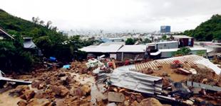 越南中南部连日暴雨致14人死亡