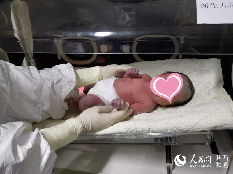陕西首例新冠肺炎孕妇成功剖宫产分娩 母婴平安